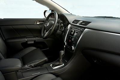 wnętrze samochodu wykonane z dermy